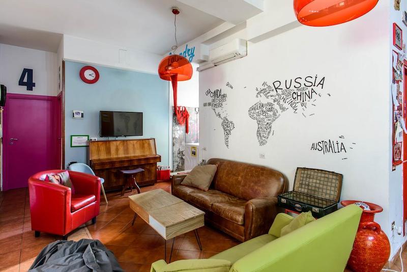 Gezamenlijke huiskamer in een hostel