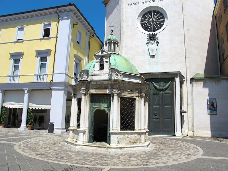 Kapel op Piazza Tre Martiri