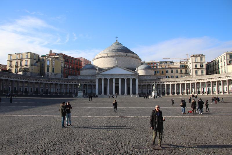 Het Piazza del Plebiscito in Napels