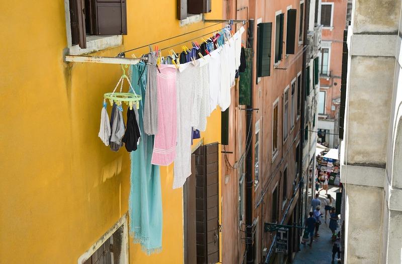 Ook al verboden: wasgoed zichtbaar ophangen