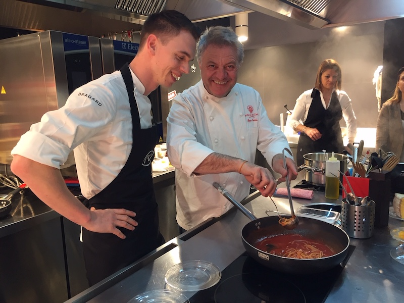 Bjorn Massop en Peppe Guida aan het koken