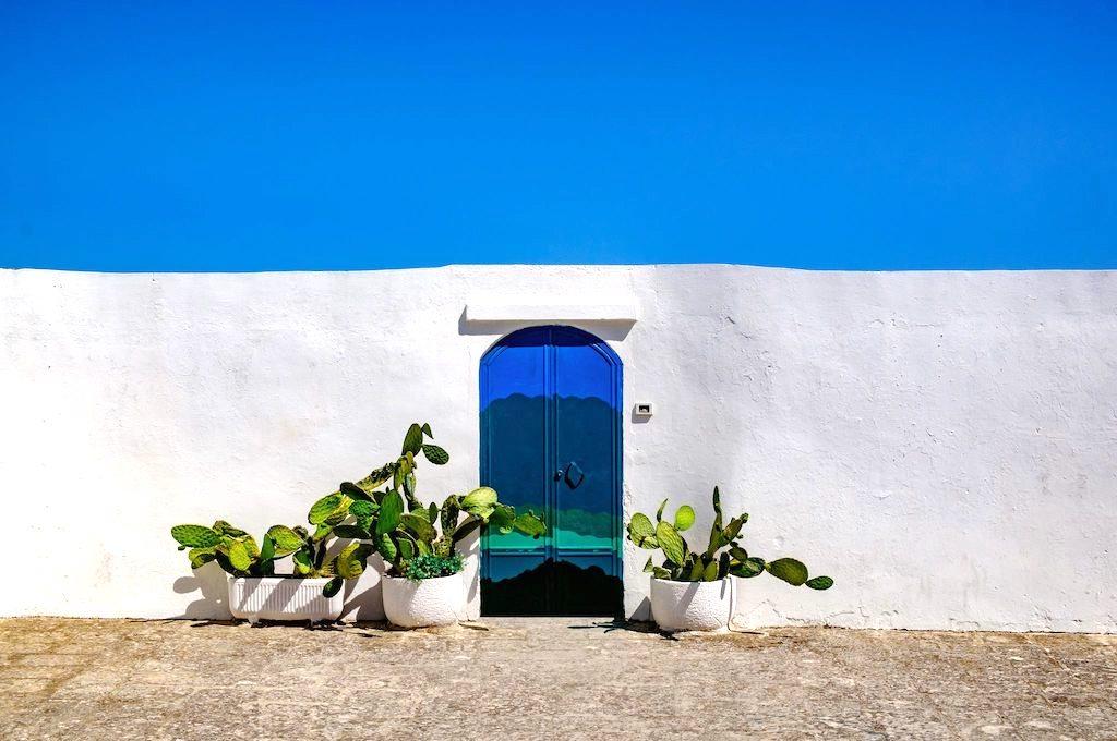 De groenblauwe deur van Ostuni