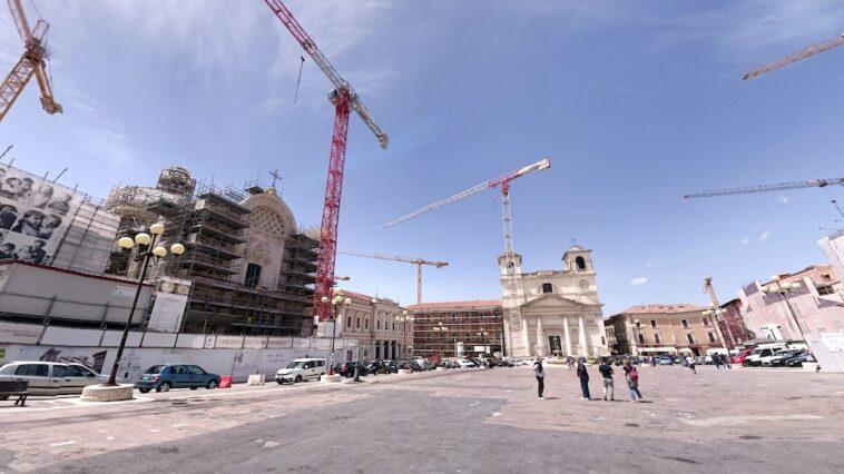 Herstelwerkzaamheden in het centrum van L'Aquila