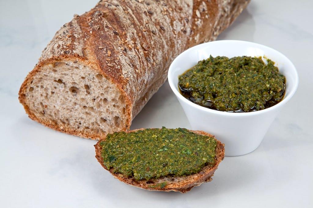 Brood met groene pesto