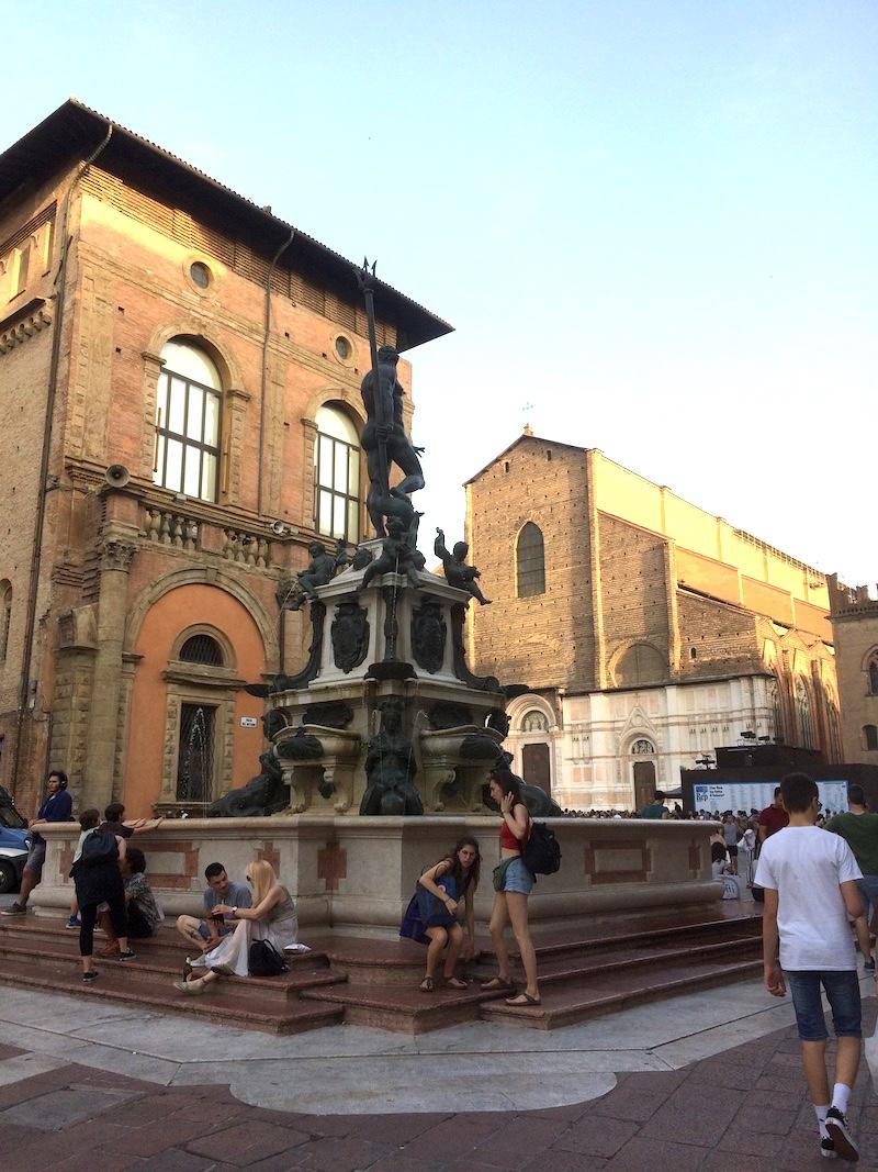 De Neptunusfontein in het centrum van Bologna