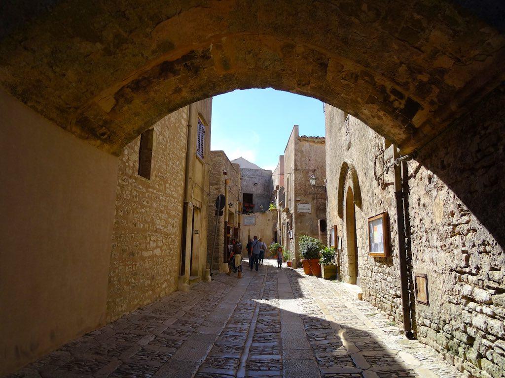 Middeleeuws straatje in Erice