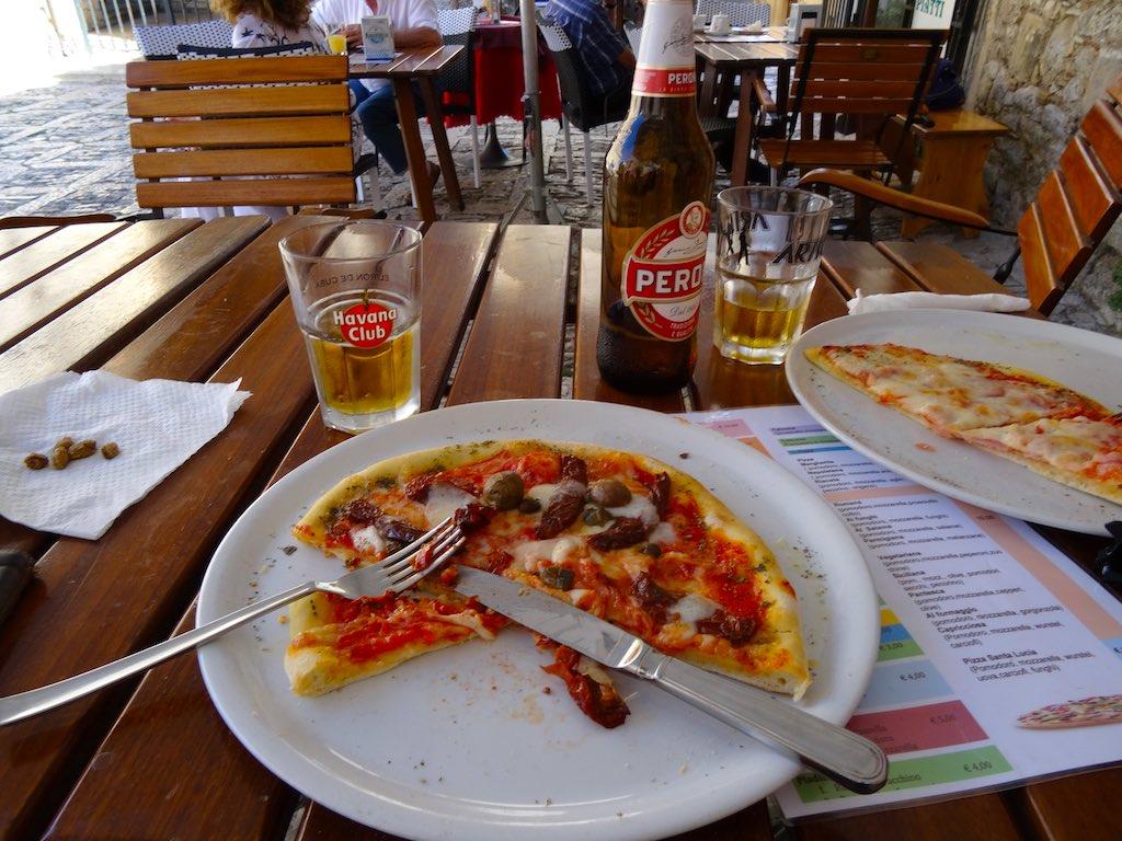 Pizza eten in Erice