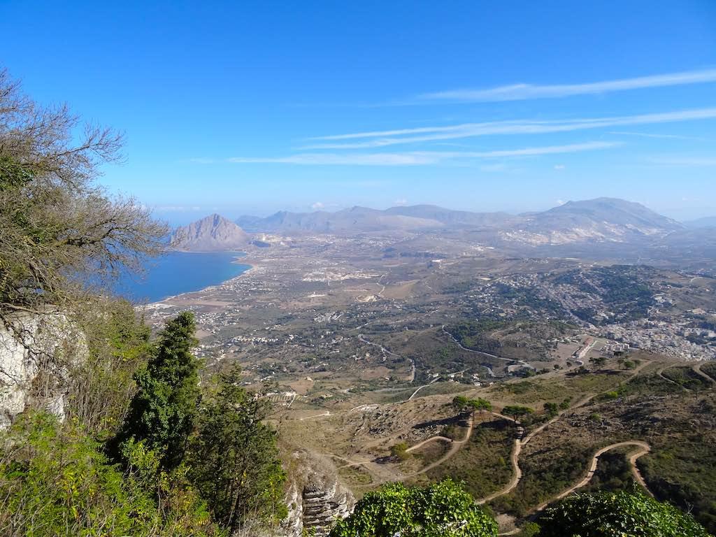 Uitzicht op de kustlijn van Sicilië vanaf Erice