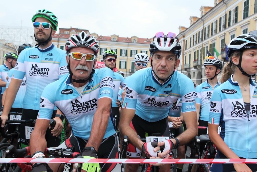 De start van de Granfondo, zondag 30 juni, 7.00 uur
