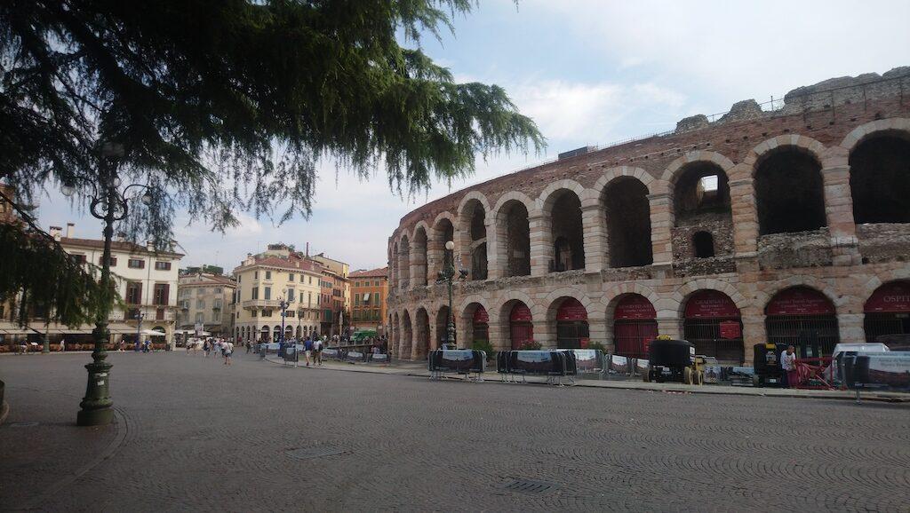 Piazza Bra met de Arena van Verona