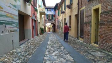 Via de Amicis in Dozza