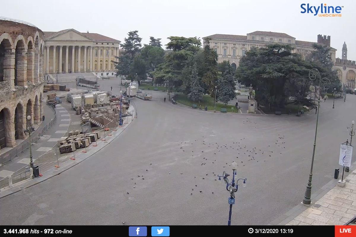 Een uitgestorven Piazza Bra in Verona